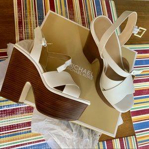 Michael Kors White platform Sandals. Size 8z NWOT.